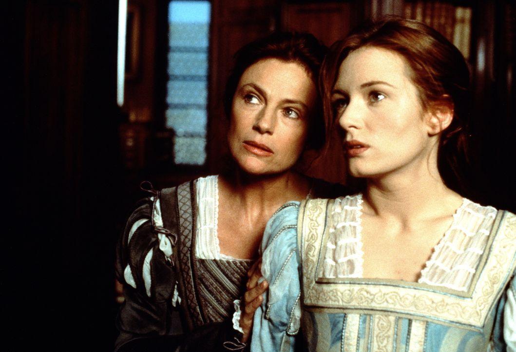 Paola Franco (Jacqueline Bisset, l.) bereitet ihre Tochter Veronica (Catherine McCormack, r.) auf ein Leben als Kurtisane vor ... - Bildquelle: Warner Bros.