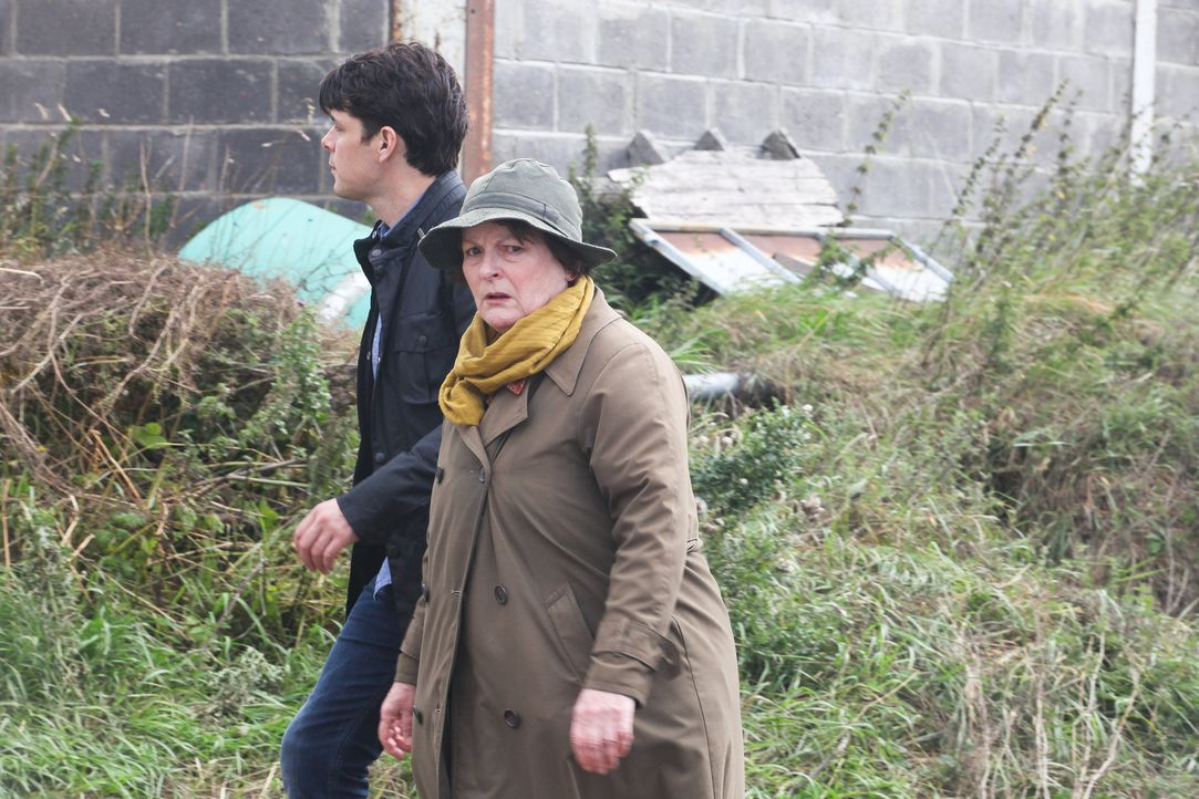 Aiden Healy (Kenny Doughty, l.); Vera Stanhope (Brenda Blethyn, r.) - Bildquelle: ITV Studios