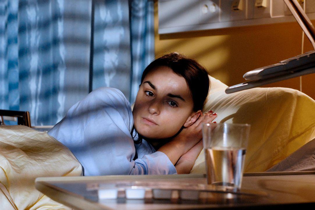 Frenzy (Miranda Leonhardt) ist sehr unglücklich. Gerd hat sie verlassen. In ihrer Verzweifelung beginnt sie, Pillen zu nehmen, um ihre Depressionen... - Bildquelle: Heike Ulrich ProSieben
