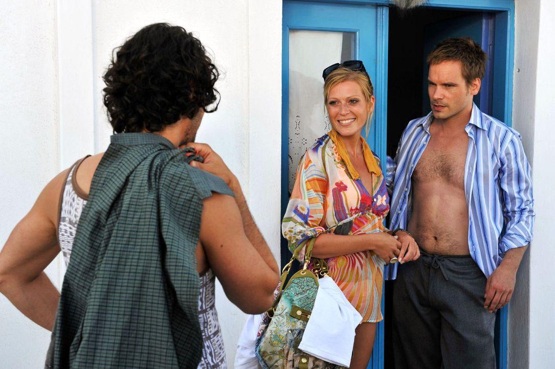 Tim (Wanja Mues, r.) registriert mit saurer Miene, dass Betty (Nele Kiper, M.) bei dem Ausflug mit Janis (Manuel Cortez, l.) offenbar viel Spaß hatt... - Bildquelle: Hardy Brackmann Sat.1