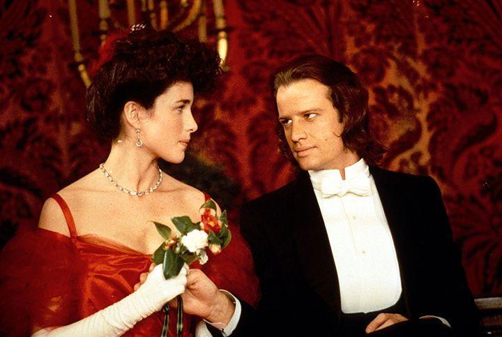 Ein sehr domestizierter Lord Clayton (Christopher Lambert, r.) mit einer sehr kultivierten Jane (Andie MacDowell, l.) ... - Bildquelle: Warner Bros.