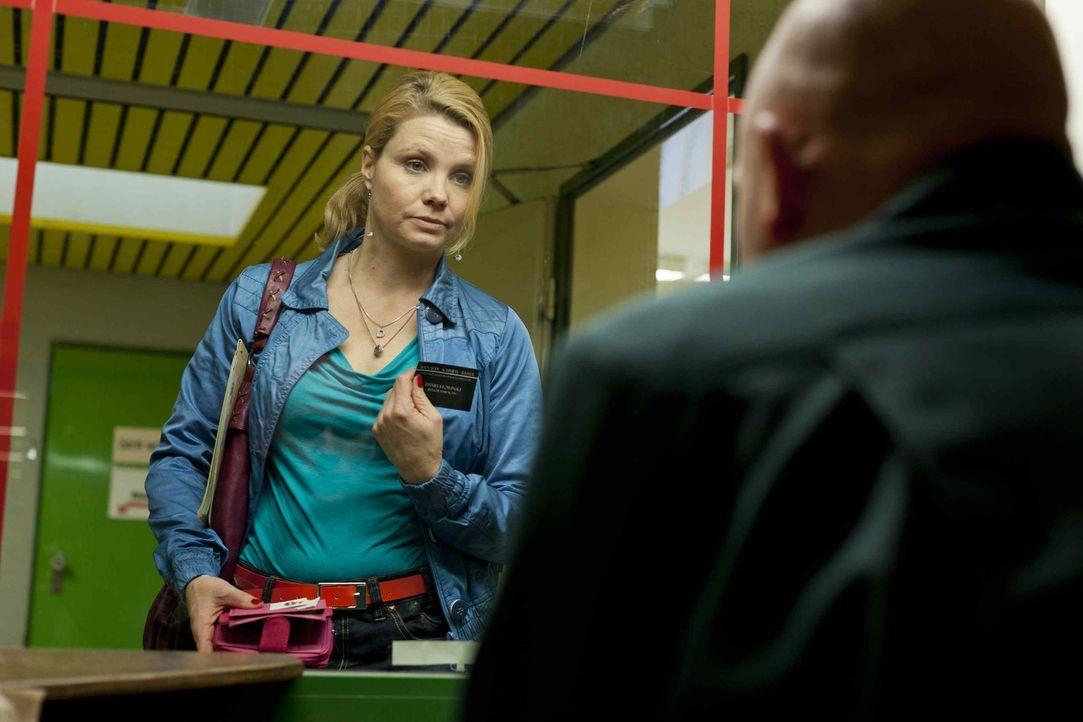 Ihre Freundin Bea steckt in großen Schwierigkeiten - doch kann Danni (Annette Frier, l.) ihr helfen? - Bildquelle: Frank Dicks SAT.1