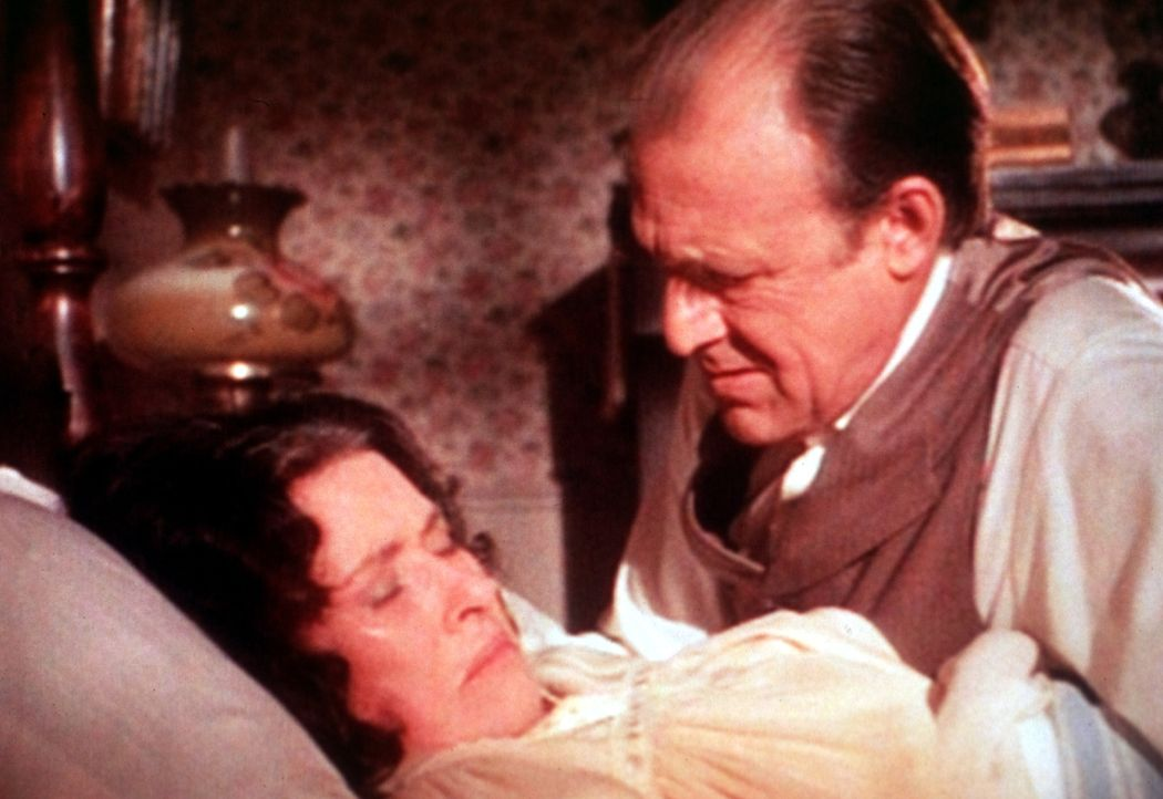 Seit ihre Tochter Nellie nach New York gezogen ist, leidet Mrs. Oleson (Katherine MacGregor, l.) an depressiven Verstimmungen. Vergeblich versucht M... - Bildquelle: Worldvision