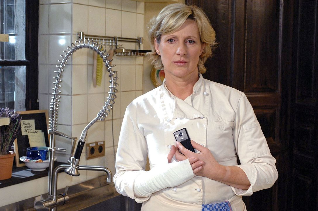 Susanne (Heike Jonca) muss an Ulrich denken ... - Bildquelle: Oliver Ziebe Sat.1