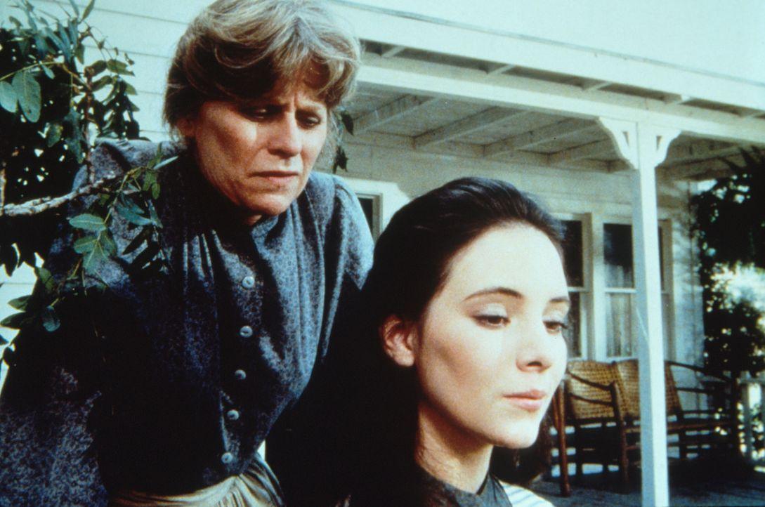 Helen Crane (Mariclare Costello, l.) versucht, ihre blinde Adoptivtochter Annie Crane (Madeline Stowe, r.) zu überreden, den Hass auf ihre leibliche... - Bildquelle: Worldvision