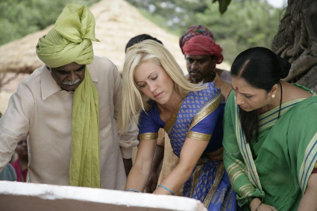 Die Bewohner des indischen Dorfes sind Sarahs (Wolke Hegenbarth) neue Familie. Die schöne Geologin will das Wasser unbedingt zurückholen, um das Übe... - Bildquelle: Vinod Deshpande SAT.1