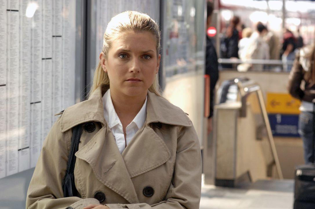 Anna (Jeanette Biedermann) ist entschlossen, den Job in Hamburg anzunehmen. - Bildquelle: Claudius Pflug Sat.1