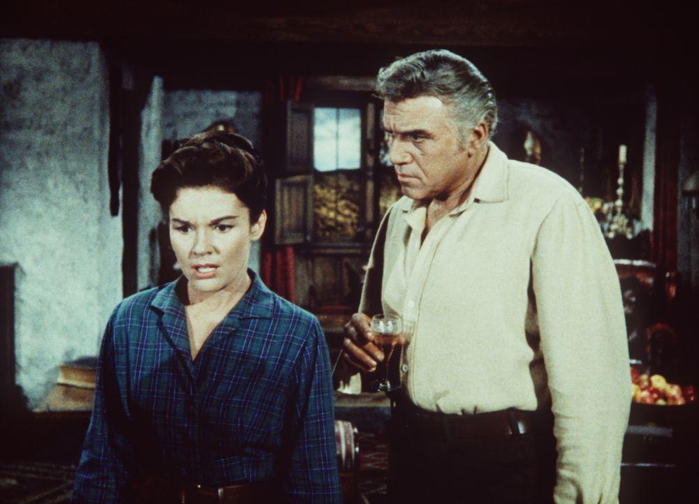 Schweres Geständnis: Ben Cartwright (Lorne Greene, r.) hat sich in Joyce (Dianne Foster, l.) verliebt. Doch die ist zu seinem Bedauern mit seinem Na... - Bildquelle: Paramount Pictures