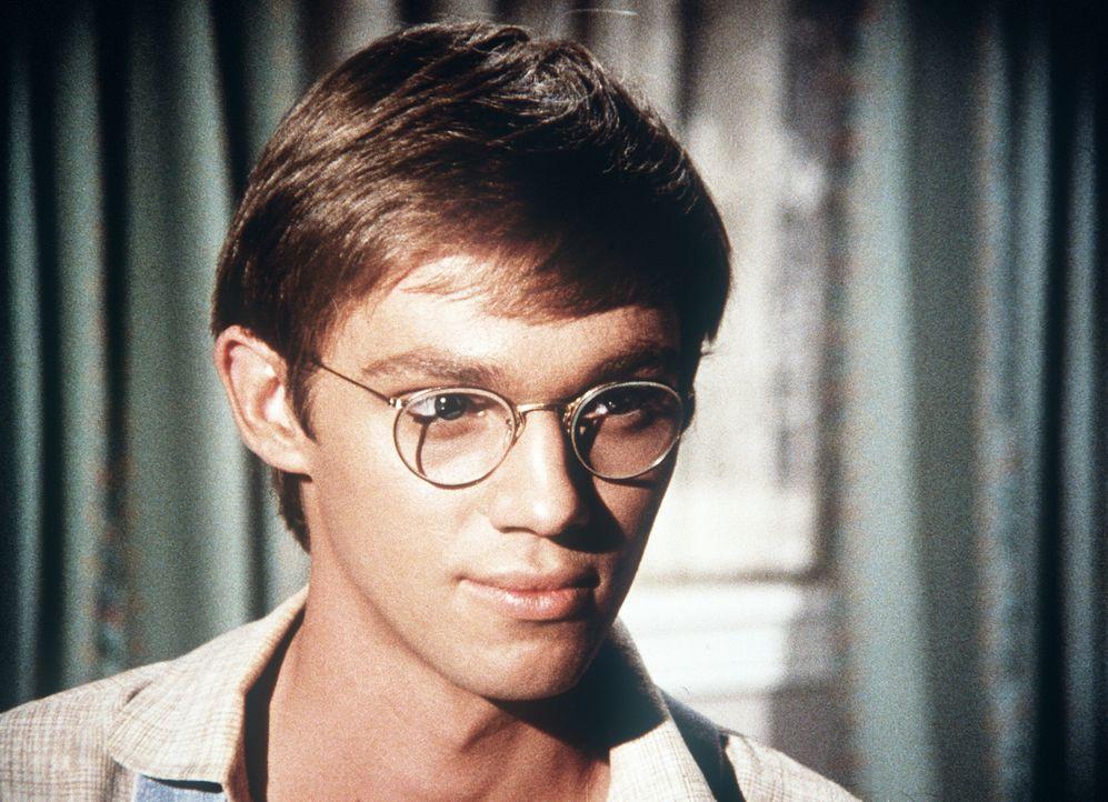 """Einen Aufsatz mit dem Thema """"Die außergewöhnlichste Person, die ich je kennen lernte"""" nimmt John-Boy (Richard Thomas) zum Anlass, um seine Lieblings... - Bildquelle: WARNER BROS. INTERNATIONAL TELEVISION"""