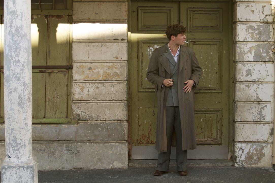 In welche gefährlichen Machenschaften ist der junge Russe Kolia (James Norton) verstrickt? - Bildquelle: TM &   2012 BBC