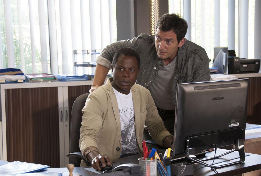 Findet Alex (Stéphane Soo Mongo, l.) Hinweise, die Lucas (Franck Sémonin, r.) und seinen Kollegen helfen, den Mörder eines entflohenen Gefängnisinsa... - Bildquelle: Jean Louis PARIS
