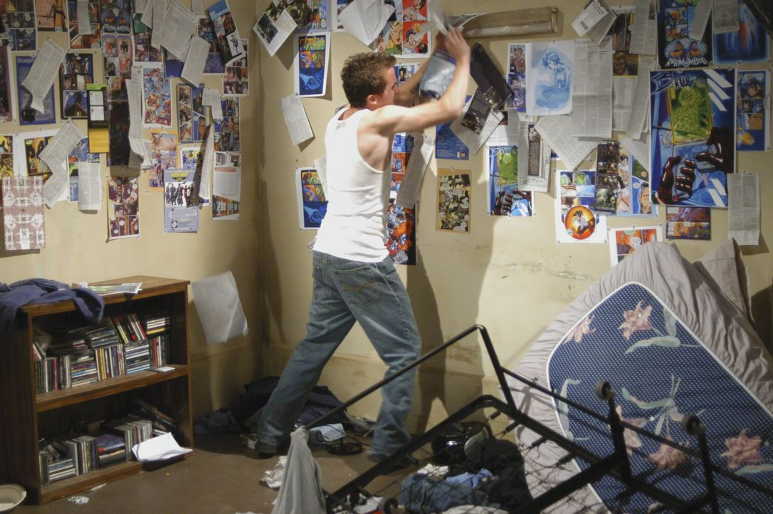Nach und nach kommen die Profiler dahinter, dass Jonny (Frankie Muniz) tatsächlich der Gesuchte ist, der nachts ein zweites Leben als Rächer führt.... - Bildquelle: Gale Adler 2007 ABC Studios. All rights reserved. NO ARCHIVE. NO RESALE. / Gale Adler