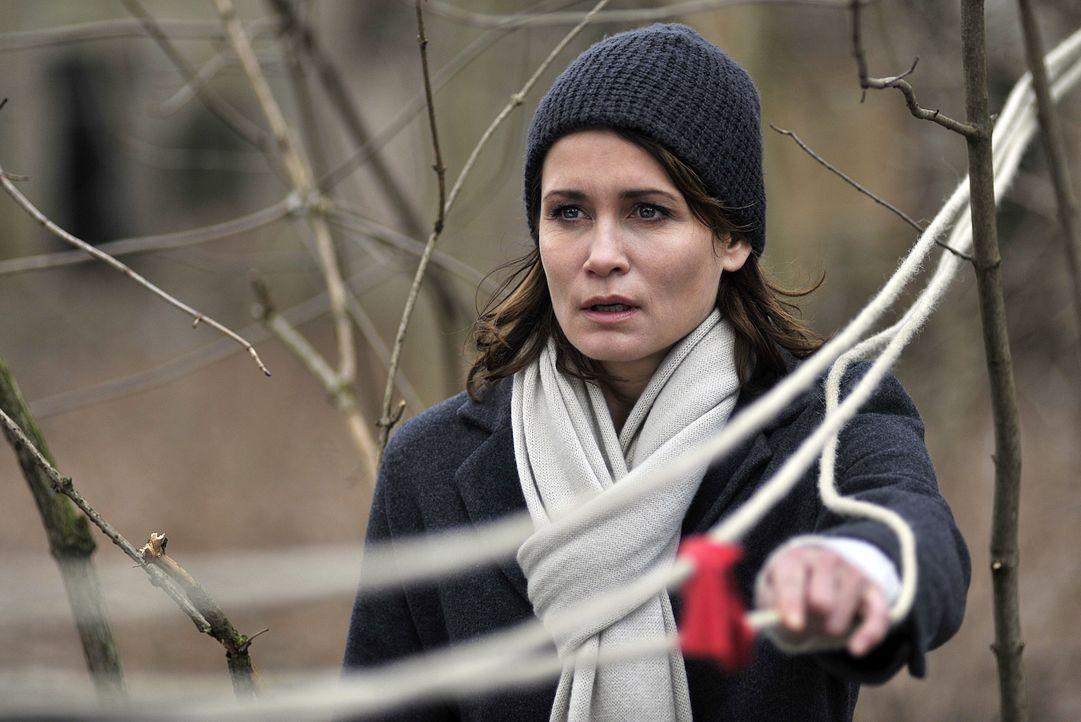Noch immer wird Hannah Mangold (Anja Kling) von Halluzinationen geplagt. Wird sie jemals wieder in den Polizeidienst zurückkehren können? - Bildquelle: Oliver Feist SAT.1 / Oliver Feist