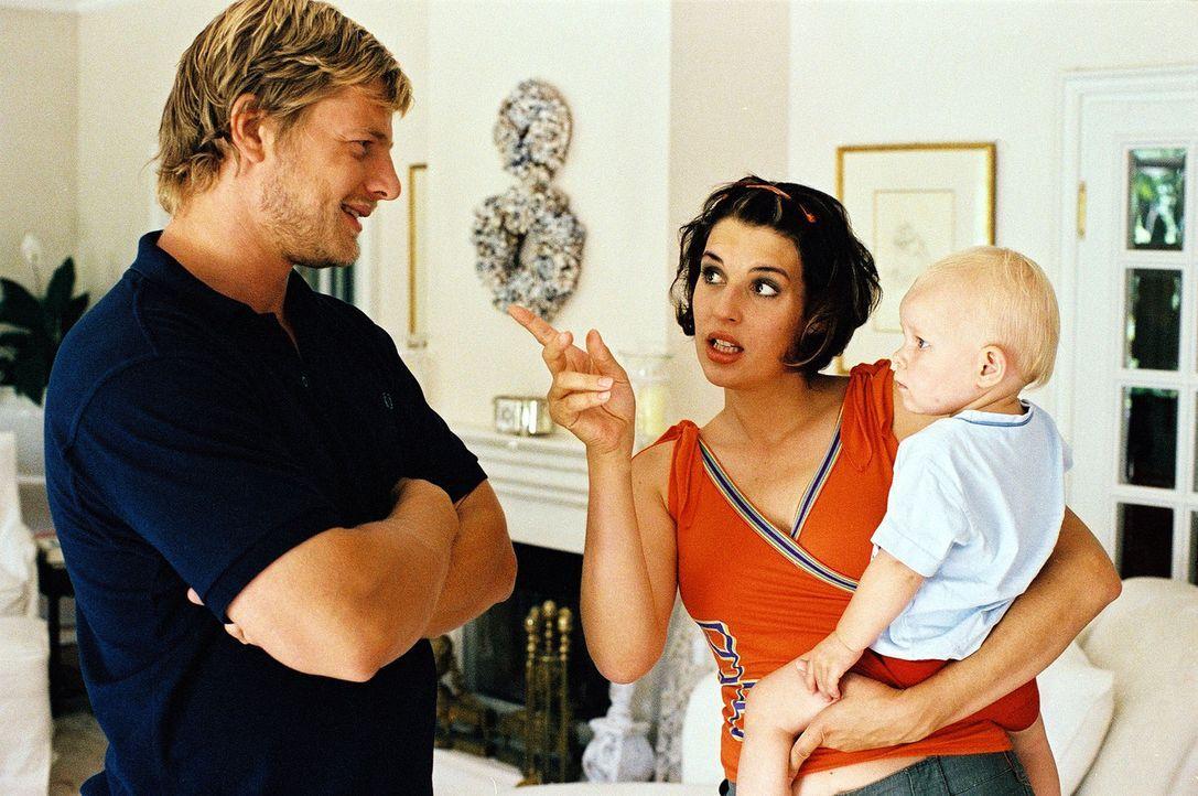 Bei Leo (Henning Baum, l.) und Nina (Elena Uhlig, M.) erwachen gleichermaßen elterliche Gefühle. Beide sind überzeugt, dass Nina schwanger ist ... - Bildquelle: Christian A. Rieger Sat.1