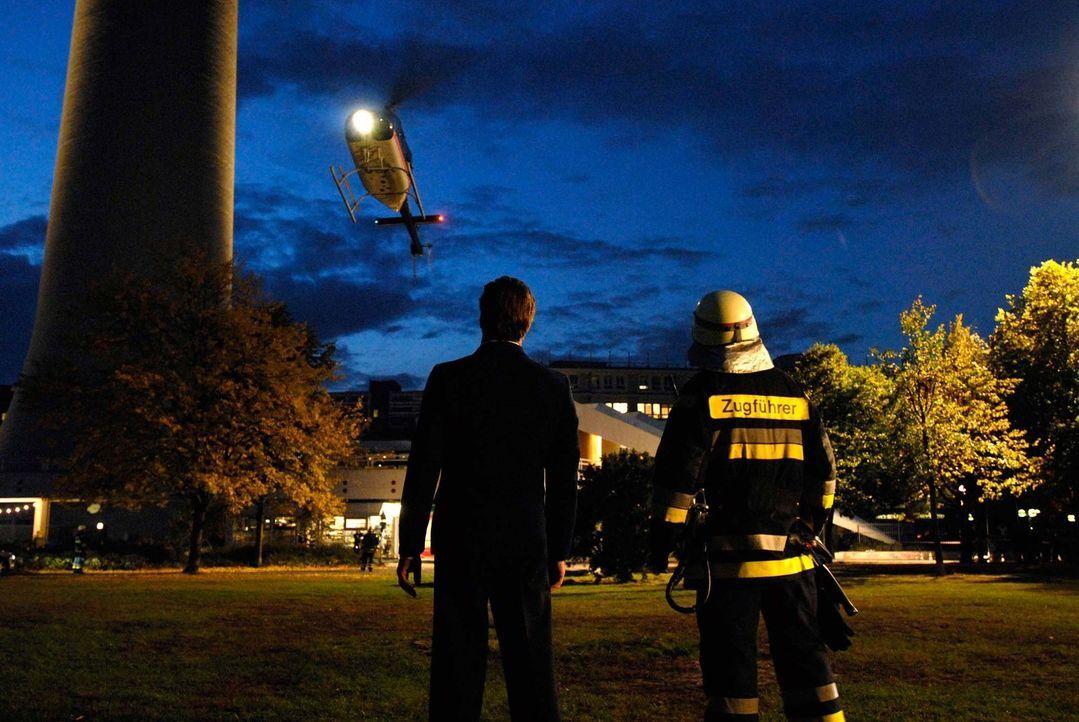 Eine Evakuierung der Besucher ist nach einem Einsturz des Treppenhauses ausgeschlossen und die Turmkugel scheint der immensen Hitze nicht mehr lange... - Bildquelle: ProSieben ProSieben
