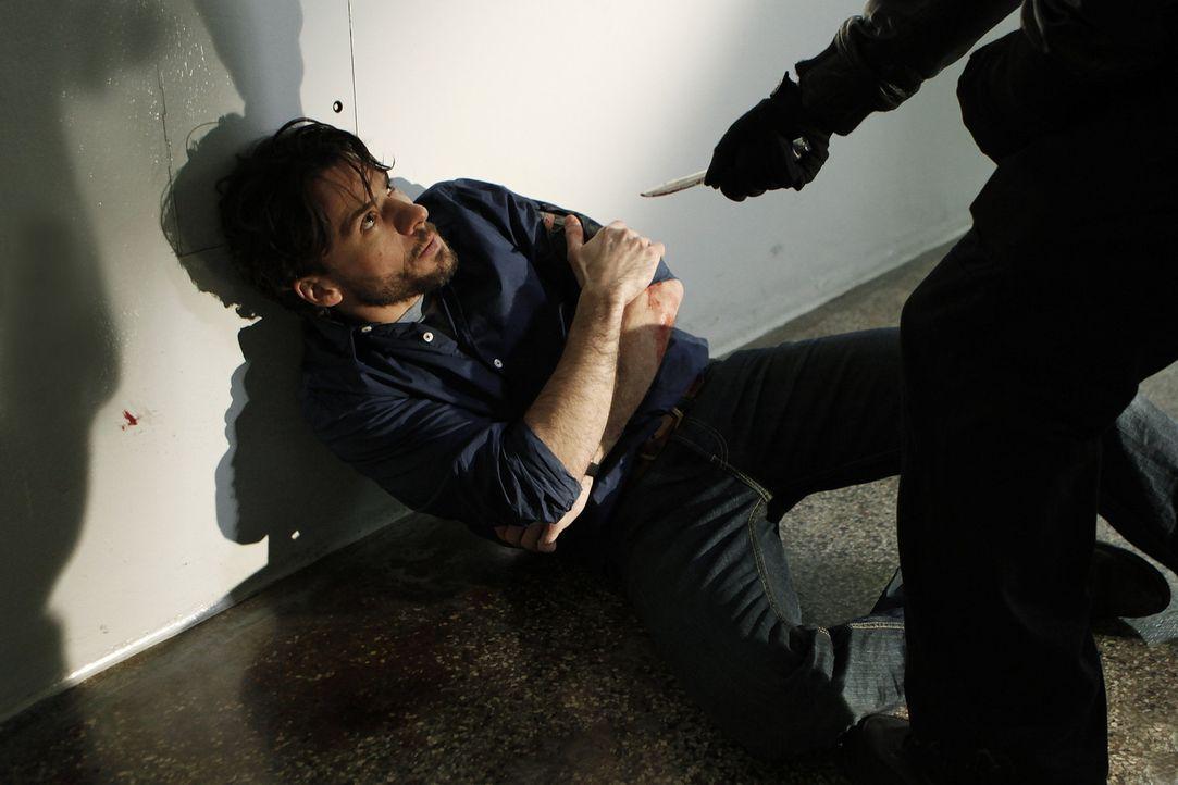 Noch ahnt Kommissar Conrad Maschner (Stephan Luca) nicht, dass sich in seiner unmittelbaren Nähe ein wichtiger Mordzeuge und ein gefährlicher Maulwu... - Bildquelle: Daniela Incoronato SAT.1