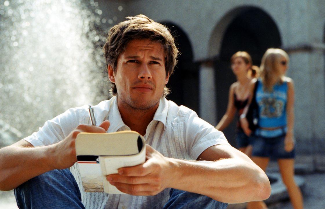 Lebt sein Interesse am anderen Geschlecht äußerst großzügig aus: der smarte Student Tino (Kristian-Erik Kiehling). Doch eines Tages bringt ihn seine... - Bildquelle: Rieger / Klick ProSieben