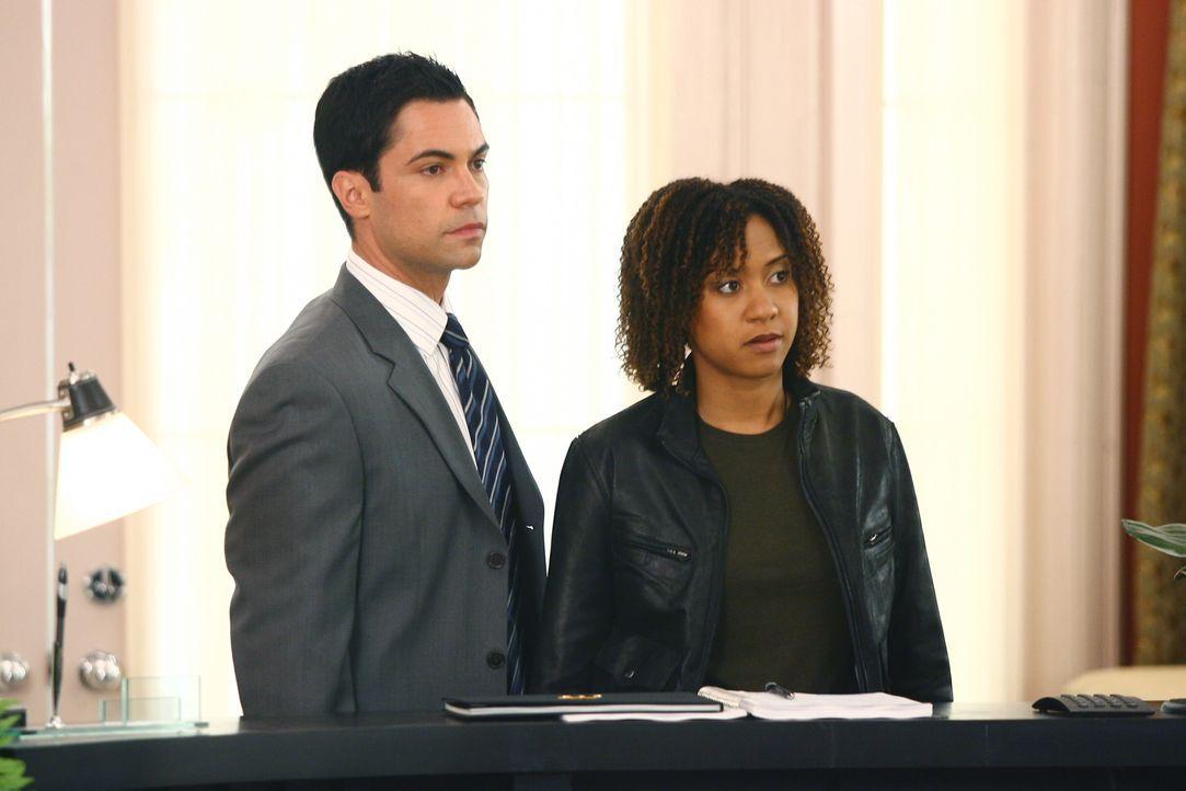 Arbeiten an einem neuen Fall: Kat (Tracie Thoms, r.) und Scott (Danny Pino, l.) ... - Bildquelle: Warner Bros. Television
