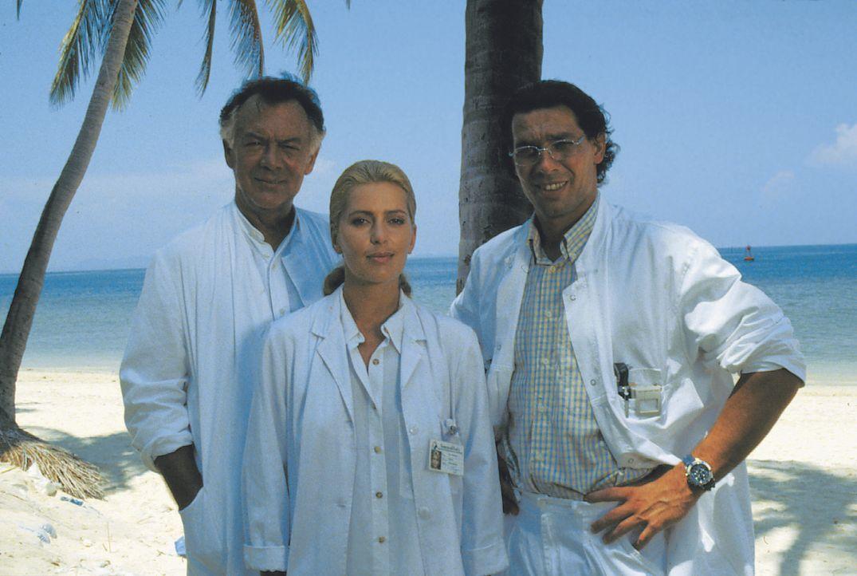 (v.l.n.r.) Dr. Frank Hofmann (Klausjürgen Wussow); Dr. Sylvia Rembach (Karin Thaler); Dr. Peter Rembach (Gregor Bloéb) - Bildquelle: Lisa Film