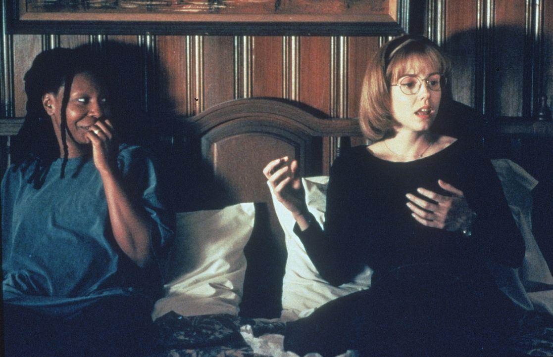 Langsam kommen sich Jane (Whoopi Goldberg, l.) und Robin (Marie-Louise Parker, r.) näher. - Bildquelle: Warner Bros.