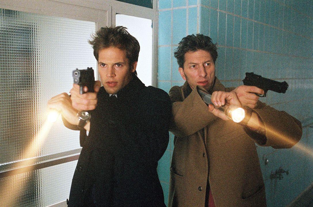 Eine antikapitalistische Terrorgruppe soll einen Geschäftsmann kaltblütig umgebracht haben. Kriminaldirektorin von Stein vertraut Ringo (Rufus Beck,... - Bildquelle: Thomas Ernst SAT.1