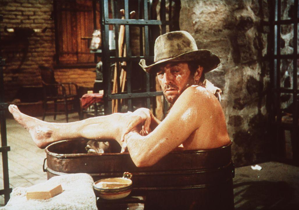 Nachdem J. P. Harrah (Robert Mitchum) in Sachen Liebe ziemlich enttäuscht wird, verfällt er dem Alkohol und lässt sich zusehends gehen ... - Bildquelle: Paramount Pictures