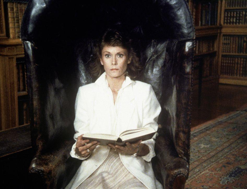Unfreiwillig wird Amanda (Kate Jackson) Zeuge, wie der Plan für einen Landesverrat ausgearbeitet wird. - Bildquelle: CBS Television