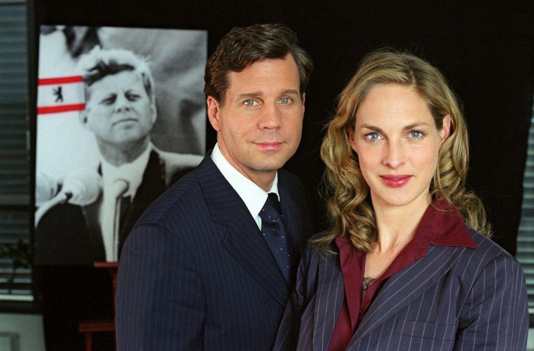 Felix (Thomas Heinze, l.) und Nina (Sophie von Kessel) - Bildquelle: Noreen Flynn Sat.1