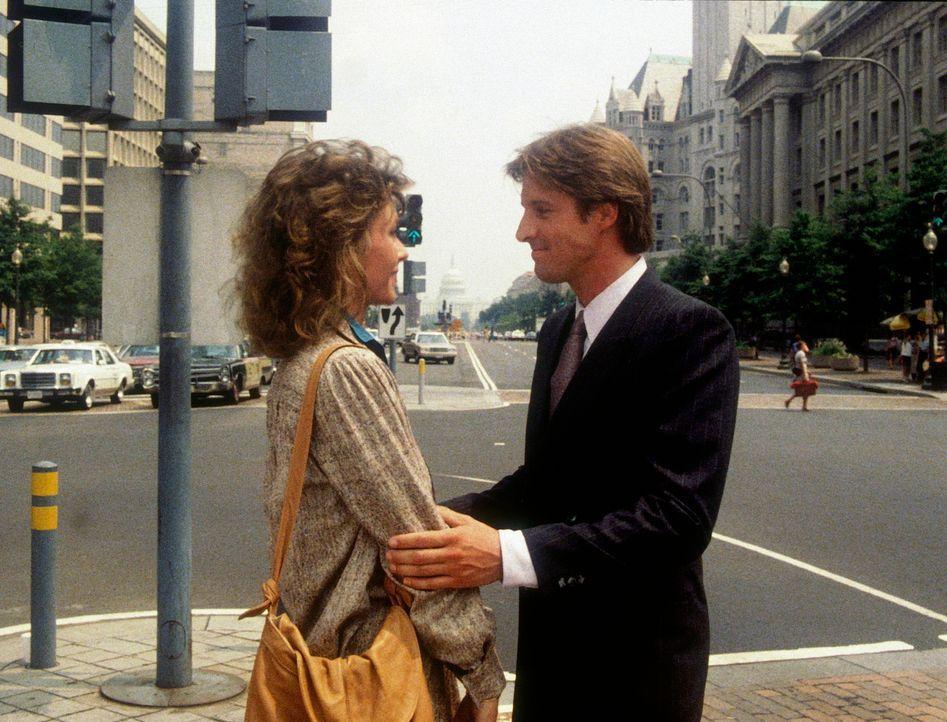Lee (Bruce Boxleitner, r.) versucht, Amanda (Kate Jackson, l.) zu einem neuen Agenteneinsatz zu überreden. - Bildquelle: CBS Television
