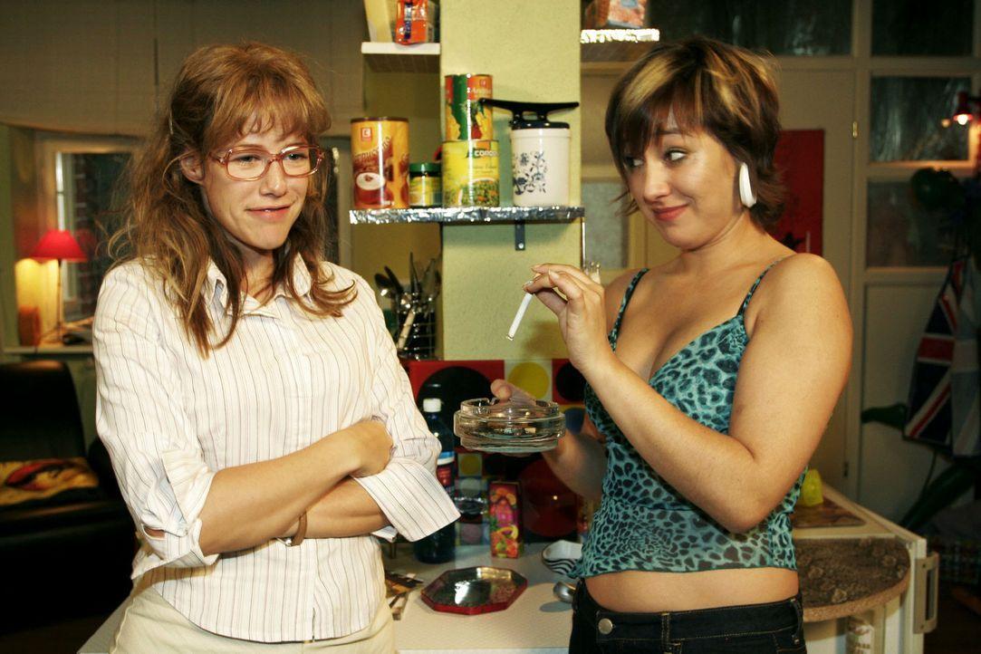 Lisa (Alexandra Neldel, l.) sorgt sich um Yvonne (Bärbel Schleker, r.). Sie ist erleichtert, dass diese ab sofort nicht mehr rauchen will, und versp... - Bildquelle: Noreen Flynn Sat.1