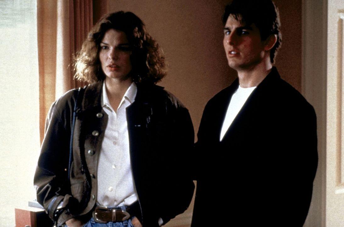 Mit Hilfe von Abby (Jeanne Tripplehorn, l.) gelangt Mitch (Tom Cruise, r.) in den Besitz von belastenden Kopien. Nun gilt es, einen kühlen Kopf zu b... - Bildquelle: Paramount Pictures