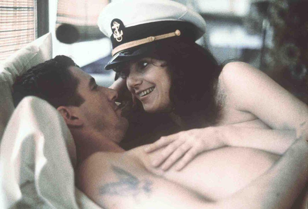 Paula (Debra Winger, r.) verliebt sich in den attraktiven Zack (Richard Gere, l.), doch der möchte keine feste Beziehung mit ihr eingehen, um sich v... - Bildquelle: Paramount Pictures