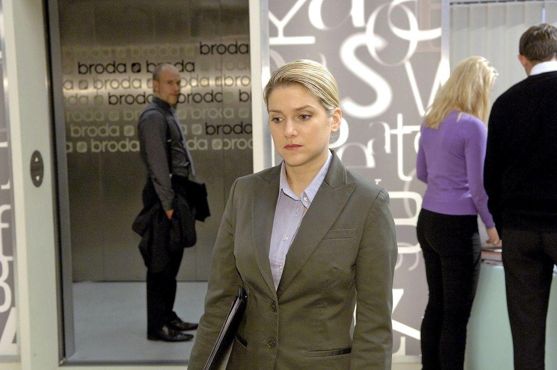 Gerrit (Lars Löllmann, l.) gibt Anna (Jeanette Biedermann, r.) noch eine Chance. - Bildquelle: Claudius Pflug Sat.1