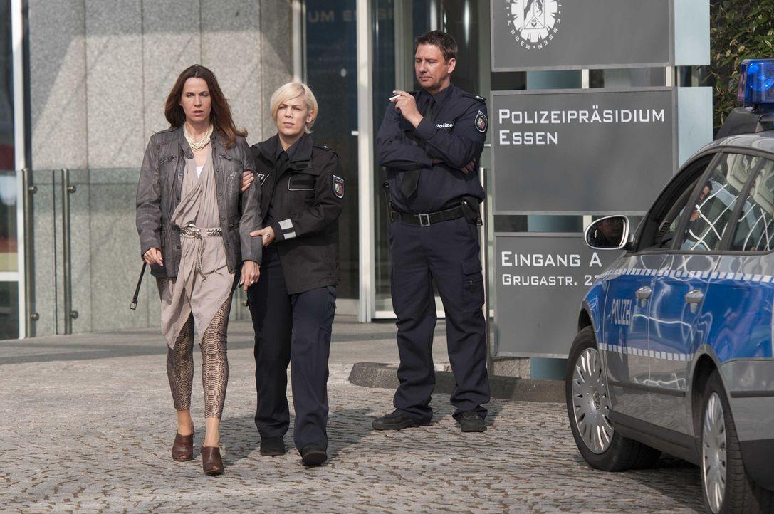 Ahnt nicht, dass sie mit ihren Untaten eine schreckliche Kettenreaktion auslöst: Karin Wannstedt (Doris Schretzmayer, l.) ... - Bildquelle: Martin Rottenkolber SAT.1