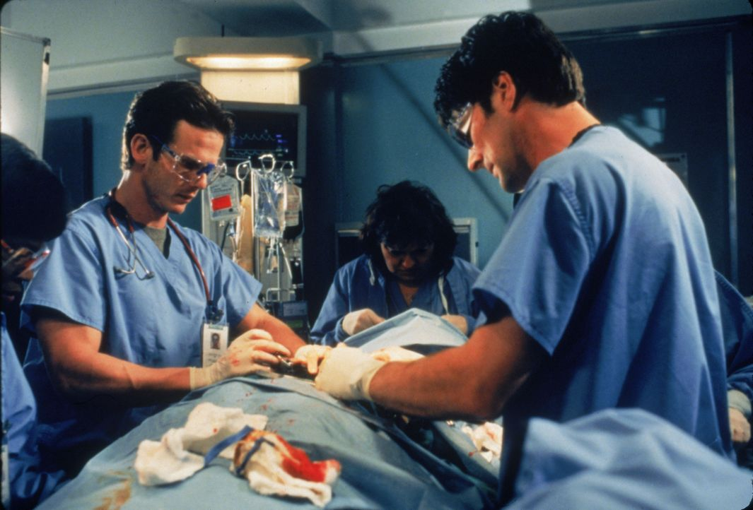 Dr. Billy Kronk (Peter Berg, l.); Dr. Daniel Nyland (Thomas Gibson, r.) - Bildquelle: 1996 Twentieth Century Fox Film Corporation.  All rights reserved.