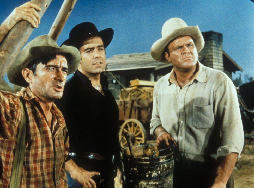Jason Ganther (l.), Adam Cartwright (Pernell Roberts, M.) und Hoss (Dan Blocker, r.) stoßen beim Bau eines Brunnens immer wieder auf große Probleme... - Bildquelle: Paramount Pictures