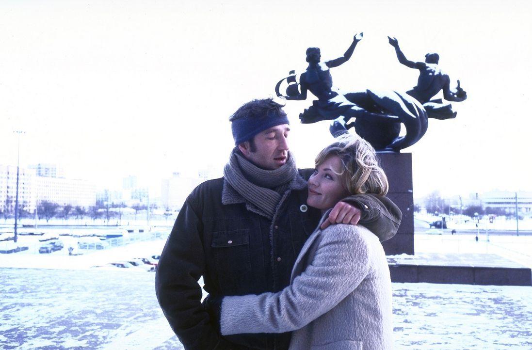 Die beiden Soko-Agenten Katja Lehner (Antje Schmidt, r.) und Alex Vitalij (Peter Lohmeyer, r.) haben sich ineinander verliebt. - Bildquelle: Aki Pfeiffer ProSieben