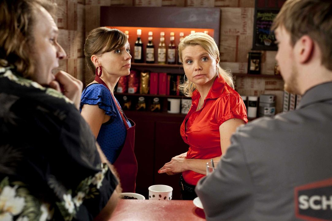 Während Danni (Annette Frier, 2.v.r.) einen neuen Mandanten hat, überlegt Bea (Nadja Becker, 2.v.l.), ob sie das Angebot ihres neuen Freundes, einem... - Bildquelle: Frank Dicks SAT.1
