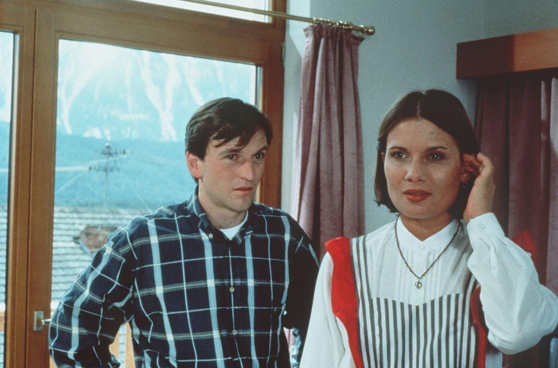 Florian Gassner (Peter Weiß, l.); Moni (Jenny Jürgens, r.) - Bildquelle: Beta Film GmbH