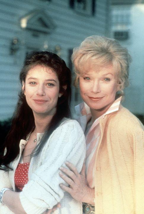 Emma (Debra Winger, l.) und ihre Mutter Aurora (Shirley MacLaine, r.) haben eine völlig unterschiedliche Auffassung vom Lebensglück ... - Bildquelle: Paramount Pictures
