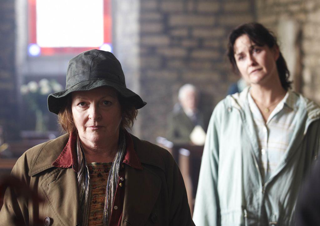 Vera Stanhope (Brenda Blethyn, l.); Bev MacDonald (Elizabeth Carling, r.) - Bildquelle: Helen Turton ITV Studios / Helen Turton