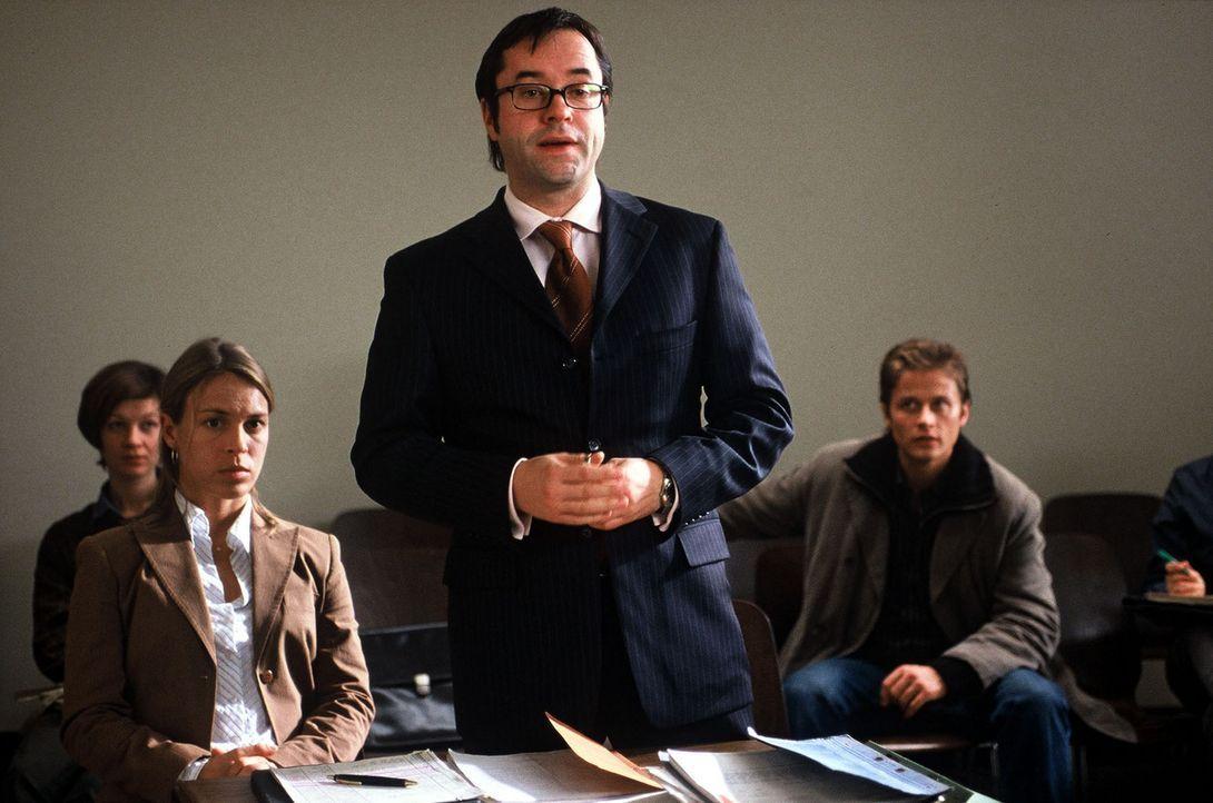 Anwalt Hartmann (Jan Josef Liefers) gewinnt den Prozess in erster Instanz. - Bildquelle: Volker Roloff Sat.1