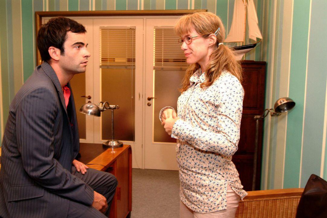 Telepathie! Lisa (Alexandra Neldel, r.) freut sich, dass sie und David (Mathis Künzler, l.) eine ganz besondere Verbindung zueinander haben. (Dieses... - Bildquelle: Monika Schürle Sat.1