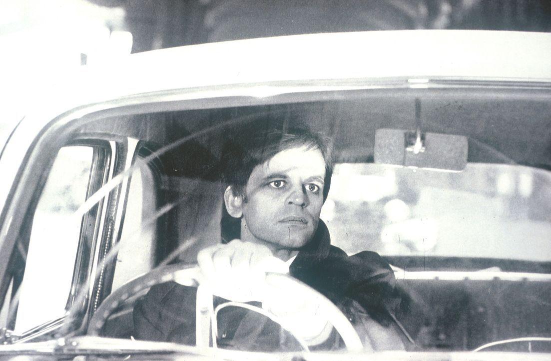 Im Visier mörderischer Zeitgenossen: George (Klaus Kinski) ... - Bildquelle: Constantin Film