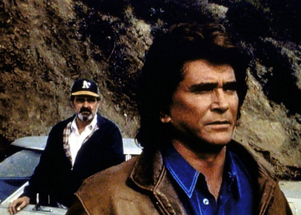 Mark (Victor French, l.) hat Jonathan (Michael Landon, r.) nach langer Zeit der Trennung wiedergefunden. - Bildquelle: Worldvision Enterprises, Inc.