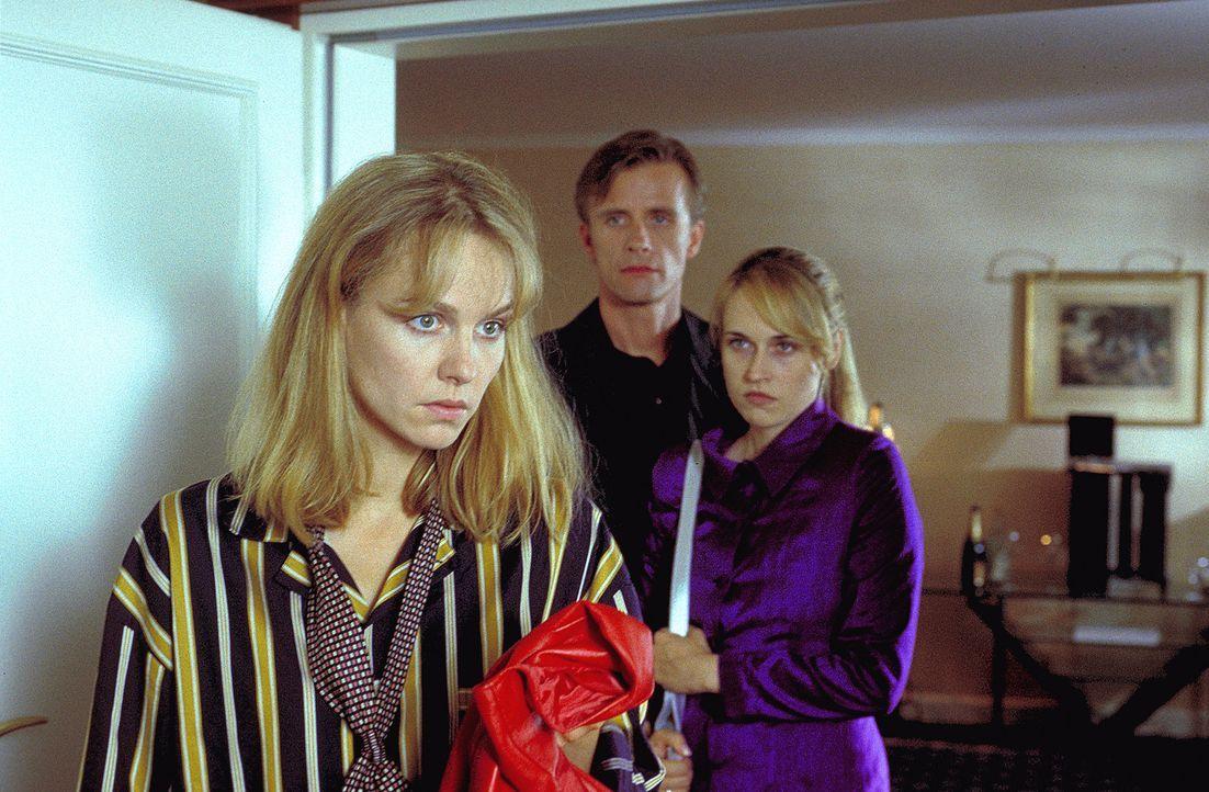 Kurz vor dem ersehnten Eingriff flieht Lena (Claudia Messner, l.) aus dem Krankenhaus. Verzweifelt geben Meike (Anica Dobra, r.) und ihr Mann Kai (A... - Bildquelle: A. Kiermeier ProSieben