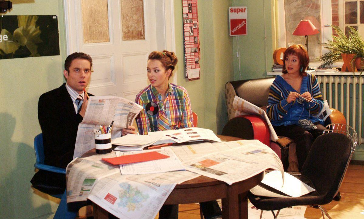 Zum Erstaunen von Hannah (Laura Osswald, M.) setzt Yvonne (Bärbel Schleker, r.) Max (Alexander Sternberg, l.) eine Frist, in der er eine Wohnung gef... - Bildquelle: Monika Schürle Sat.1