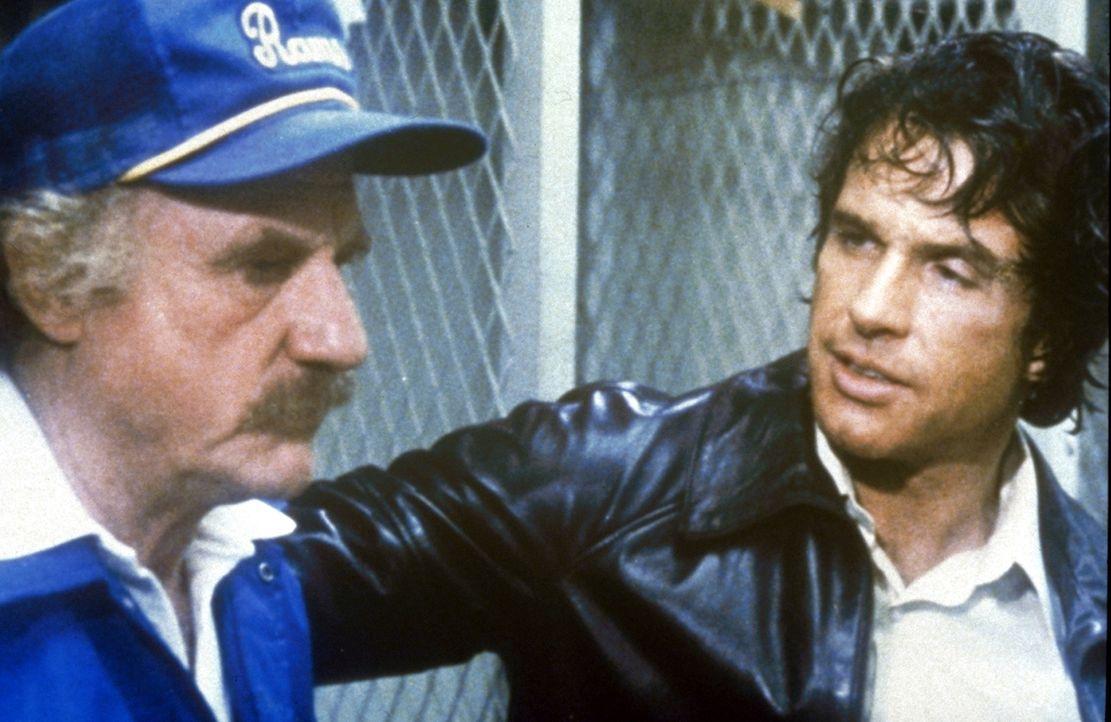 Max Corkle (Jack Warden, l.) will nicht so recht glauben, dass er da seinen Quarterback Joe (Warren Beatty, r.) vor sich haben soll. - Bildquelle: Paramount Pictures