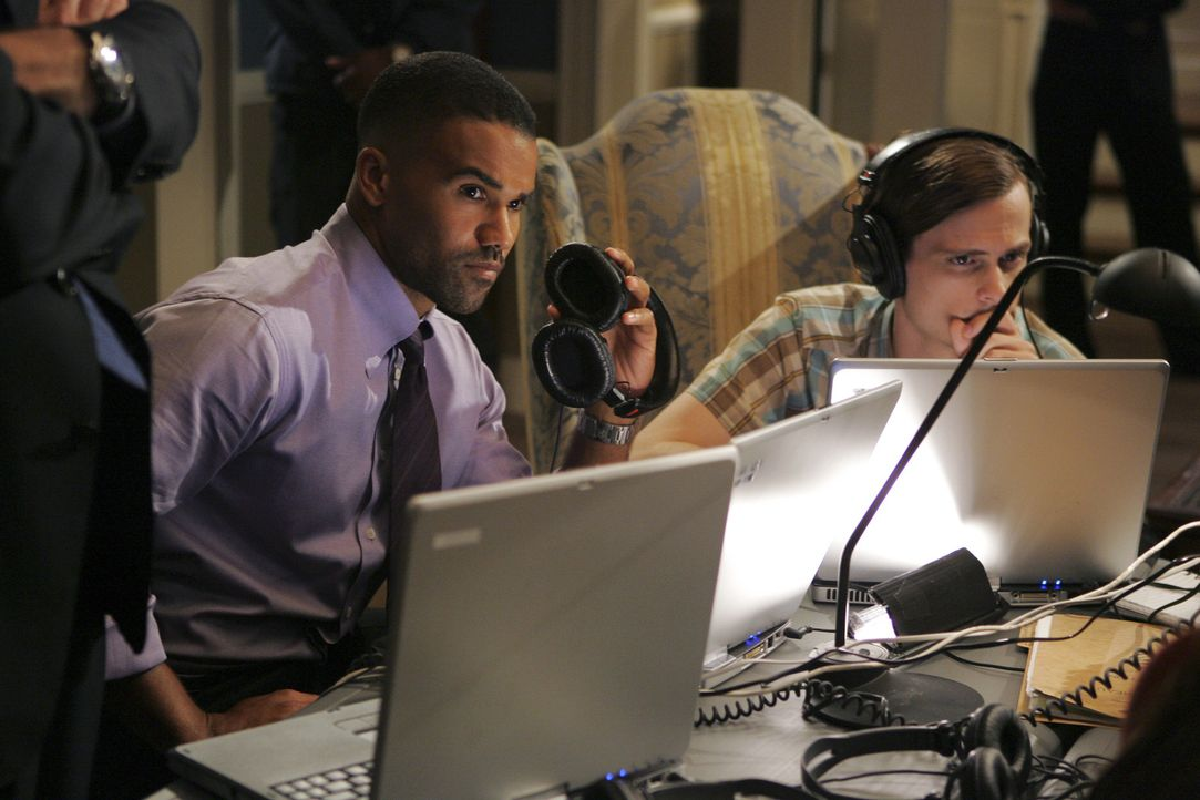 Stehen vor einem schwierigen Fall: Special Agent Derek Morgan (Shemar Moore, l.) und Dr. Spencer Reid (Matthew Gray Gubler, r.) ... - Bildquelle: Cliff Lipson 2005 CBS BROADCASTING INC. All Rights Reserved.