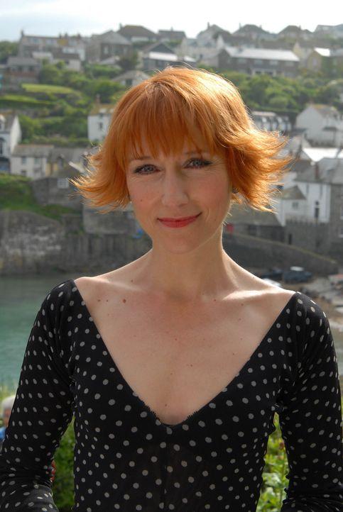 Als erfahrene Ärztin hat Edith Montgomery (Lia Williams) schon bald eine Lösung für Paulines Verwandtschaft parat ... - Bildquelle: BUFFALO PICTURES/ITV